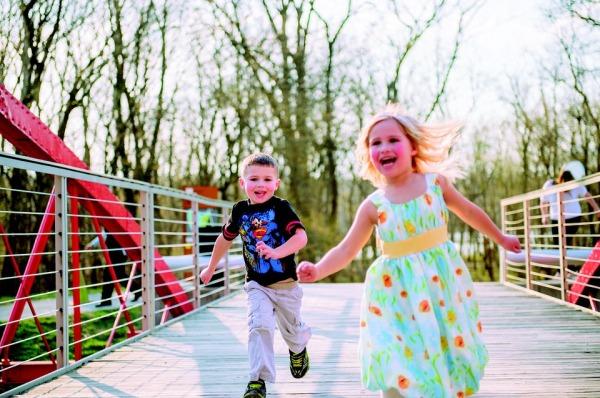 Saiba como as brincadeiras na educação infantil podem ajudar no desenvolvimento do seu filho